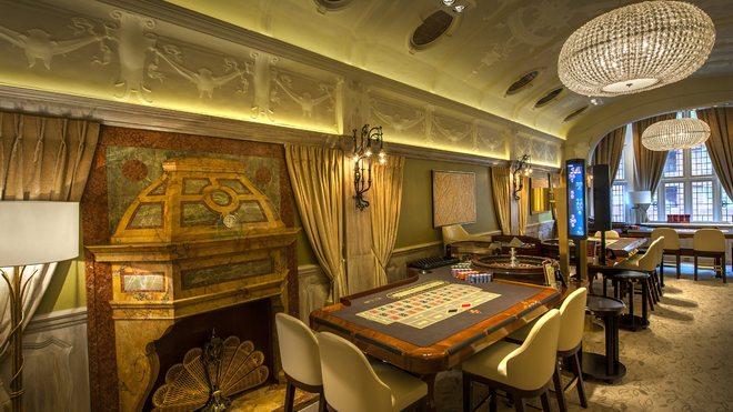 Maxims Casino Club